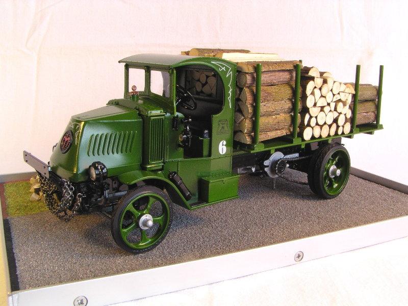 Mack Bulldog 1926  Log Hauler 1:24 00412