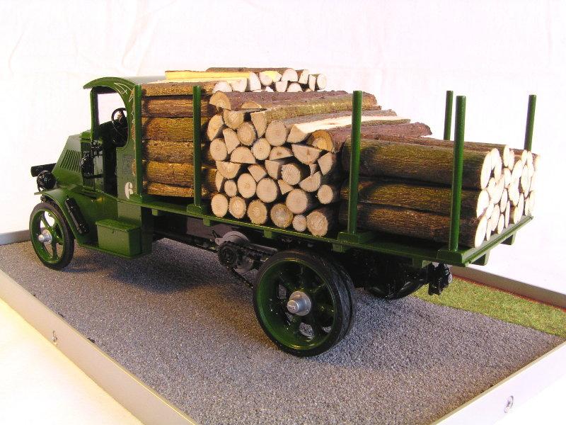 Mack Bulldog 1926  Log Hauler 1:24 00512
