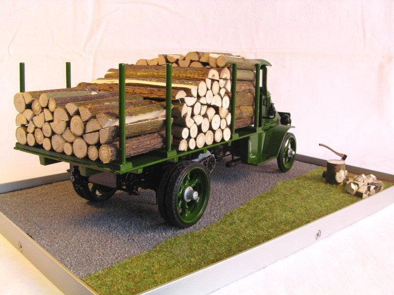 Mack Bulldog 1926  Log Hauler 1:24 00612