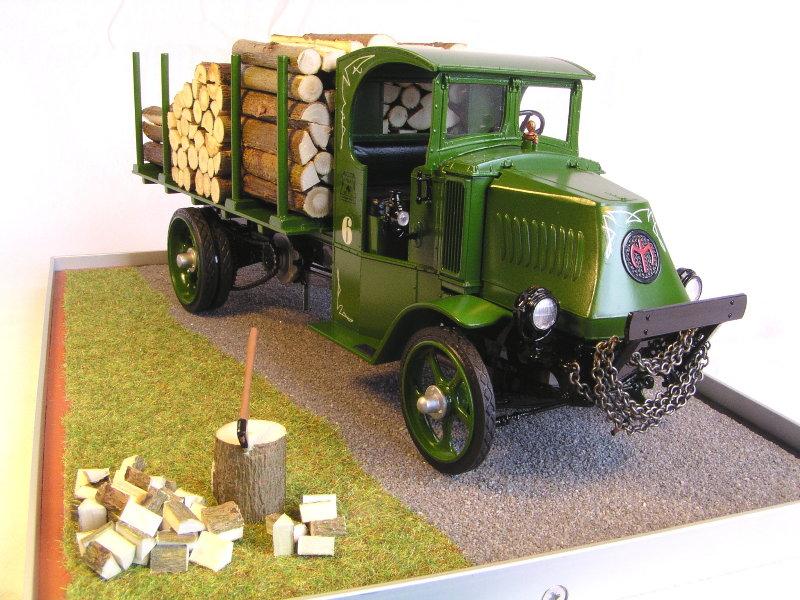 Mack Bulldog 1926  Log Hauler 1:24 00812