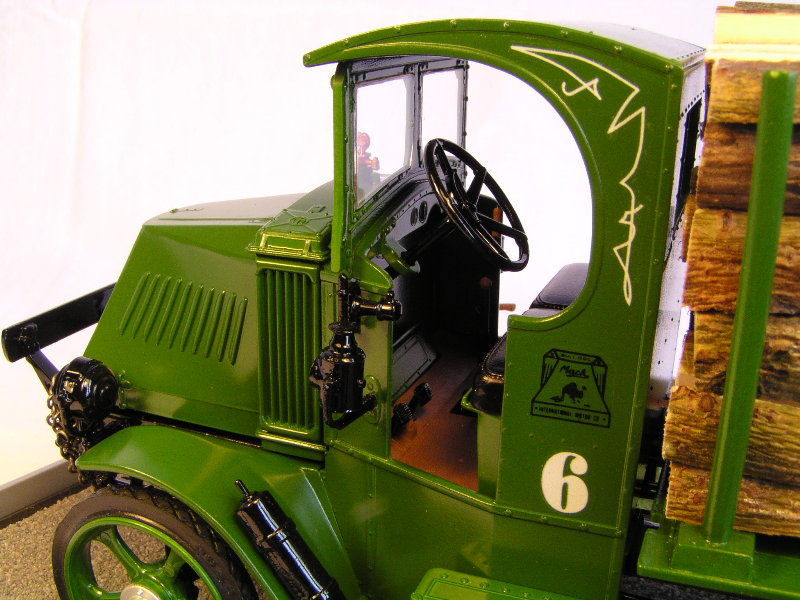 Mack Bulldog 1926  Log Hauler 1:24 00913