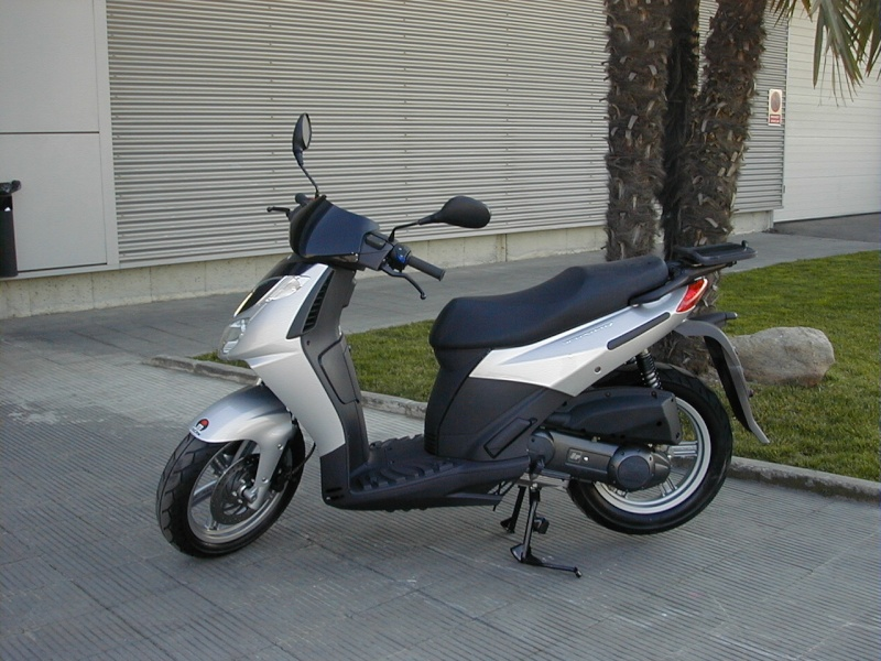 Pictures of Aprilia Sport City with SHAD Motorcases 05130010