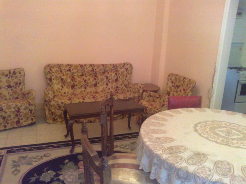 شقة لوكس للإيجار مصيف  160 متر الدور الإول علوي تطل علي شارع النصر – المعمورة الشاطيء  23112011