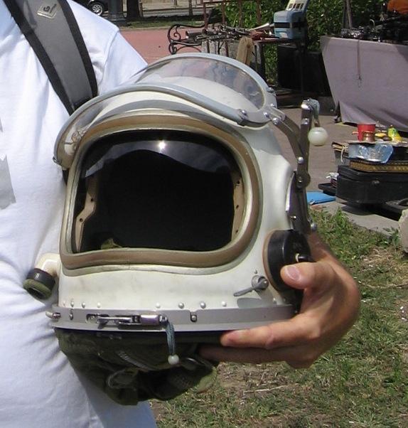 Nature d'un casque aeronautique Bug310