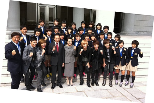 [NEWS]SHINee spend a day with Korea's president and the female U-17 soccer team Posted11