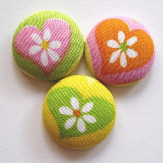 FABRIC BUTTONS! Hearts10