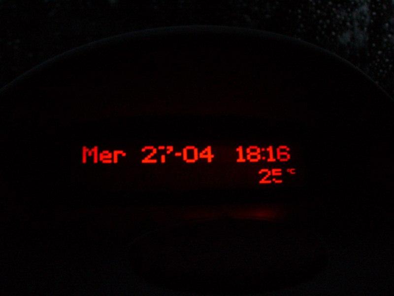 UN nouveau venu sur la planete 2.0.6 (News compteur bleu et afficheur + clim rouge) - Page 7 P1010610