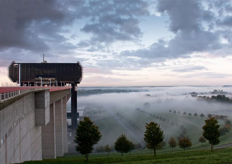 La vallée sous la brume matinale. 20101013