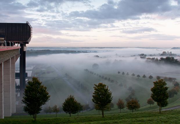 La vallée sous la brume matinale. 20101014