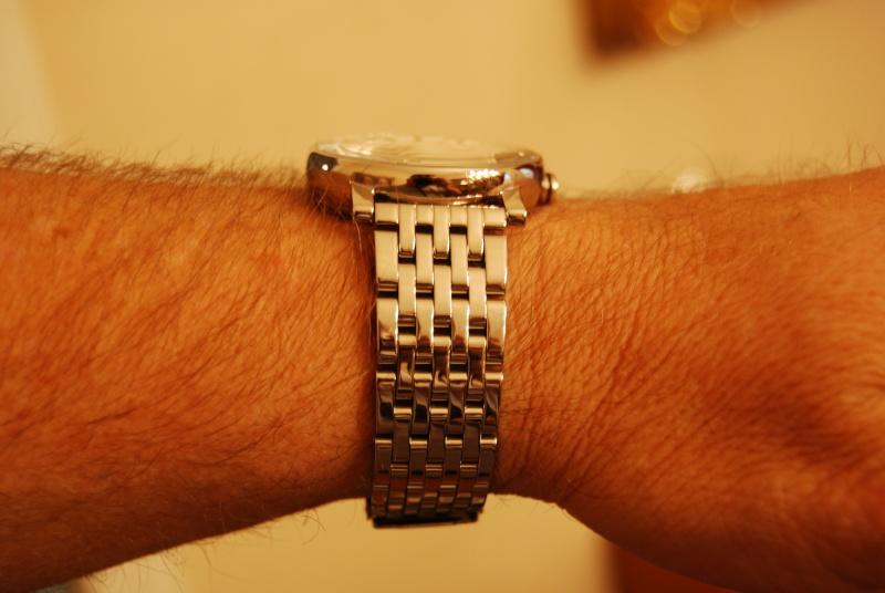 Mondaine on bracelet Mondai22