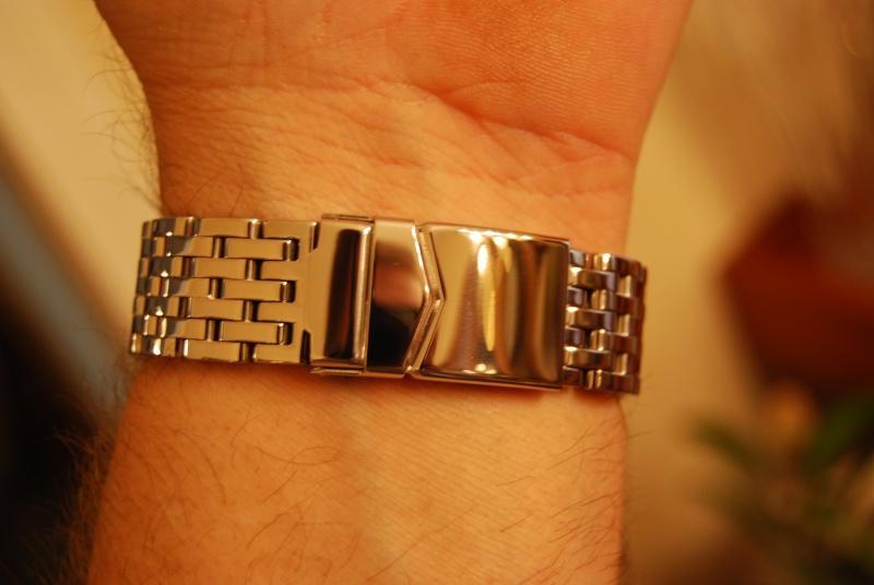 Mondaine on bracelet Mondai23
