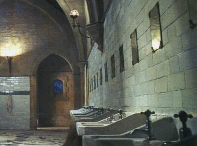 Cuarto de baño de Myrtle la Llorona Anglia10