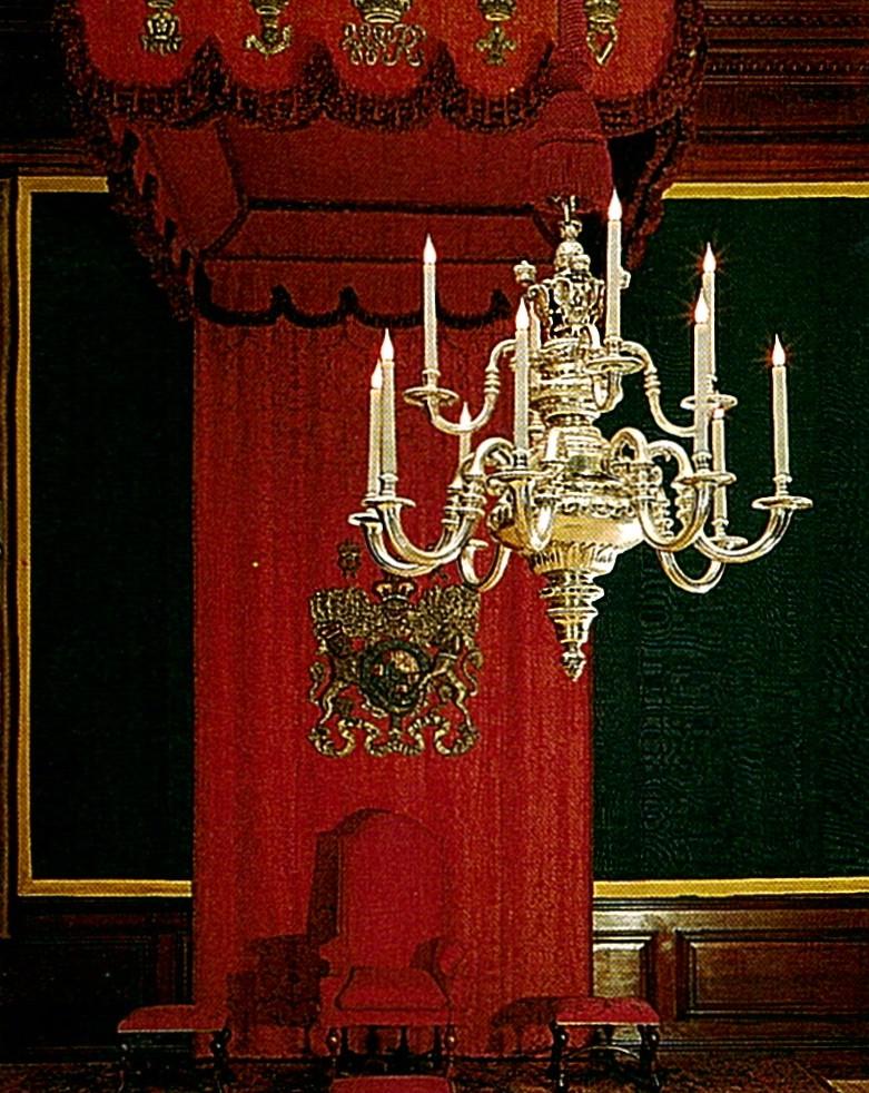 Exposition « Trônes en majesté, l'autorité et son symbole » - Page 3 18373811