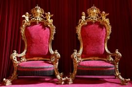 Exposition « Trônes en majesté, l'autorité et son symbole » - Page 4 Tronos11