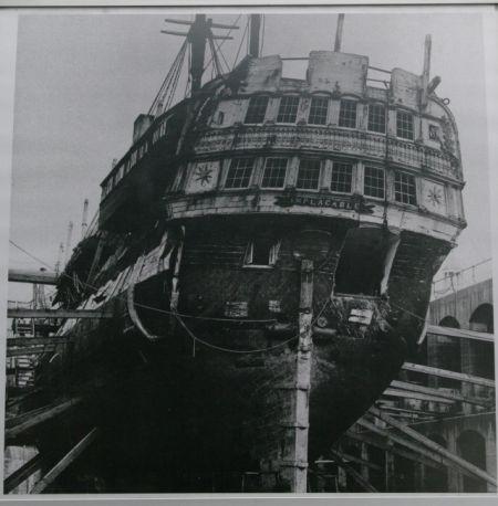 Le Duguay Trouin de 1800 (alias HMS Implacable) - Page 4 Imgp5013