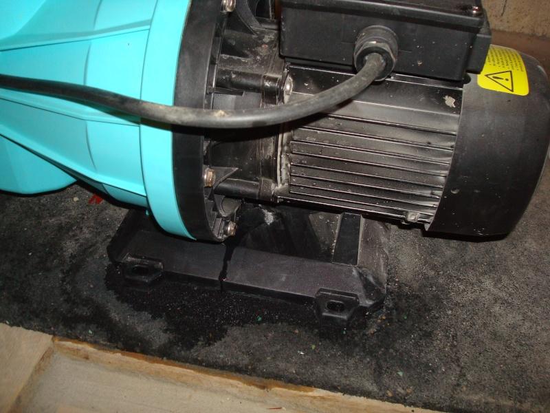 fuite pompe P75 après 3semaines de service Dsc05039