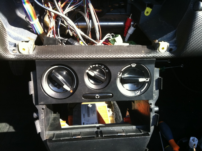 Installation d'un Autoradio Double Din GPS Universel AS8101 [Dispo ICI !] - Page 4 Img_1428