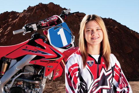 Les filles et la moto... Mai20010