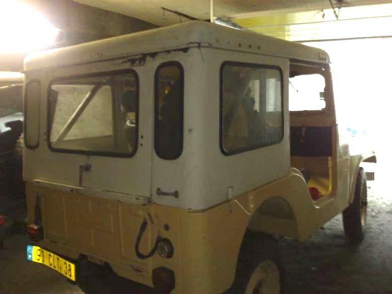 carburant pour moteur essence 4 cyl de 1971  jeep CJ5 +huile 01062011