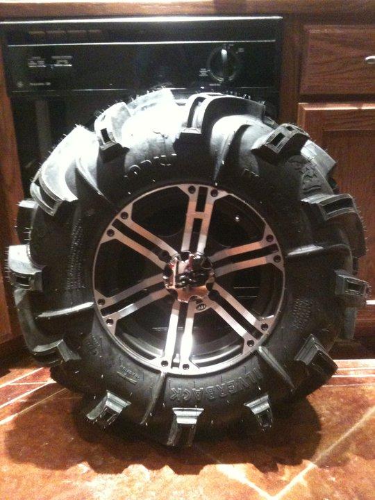 "30"" silverbacks Tire11"