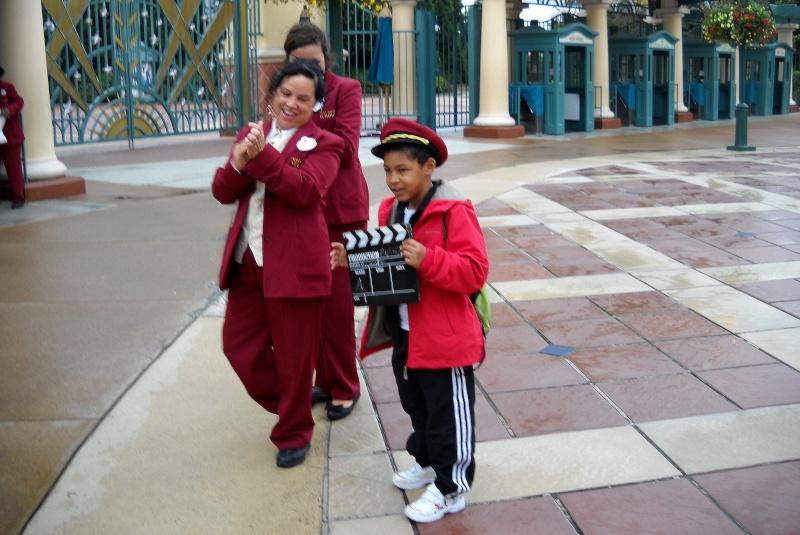 Mon fils choisi pour ouvrir le parc Walt Disney Studios hier. Dscn1215