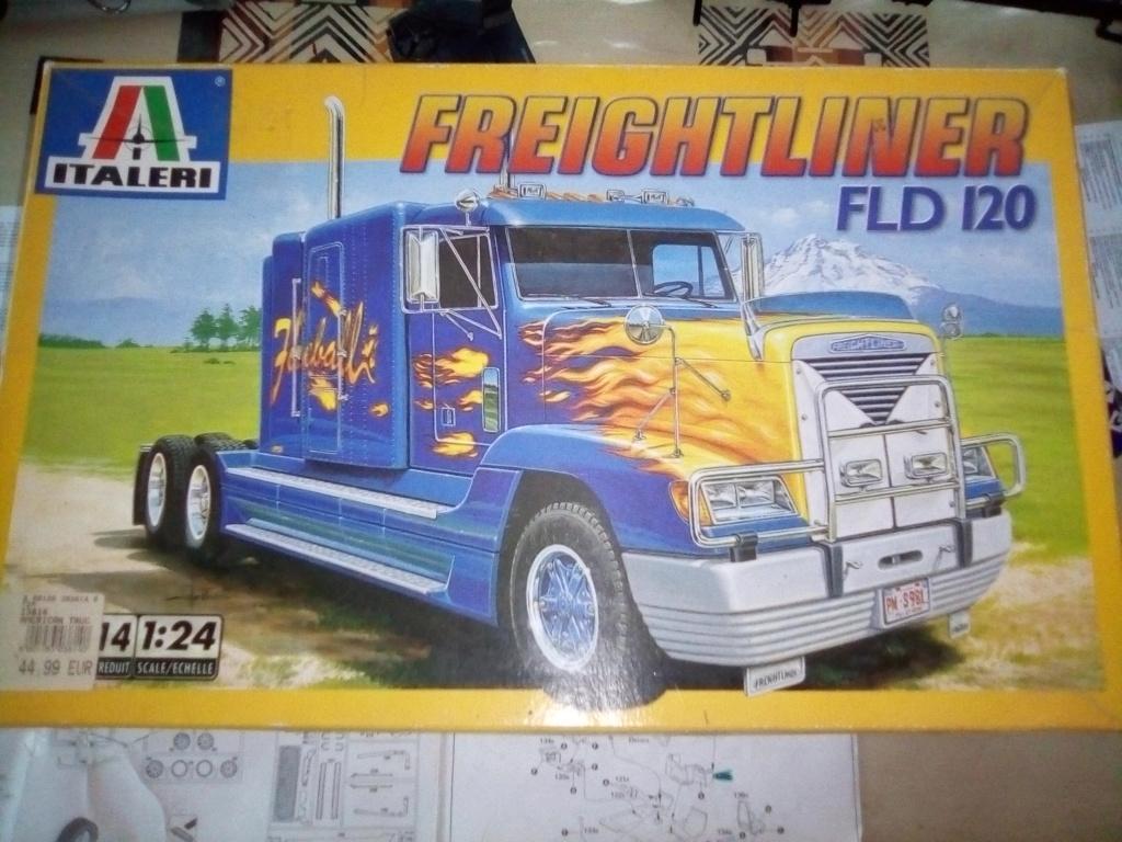 Fil rouge 2019 : Freightliner FLD120 *** Terminé en pg 3 Img_2146