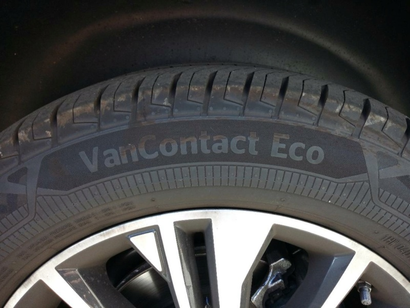 AV 2 Pneus Continental VanContact ECO 215/60/17C 109T 4500kms Pneus111
