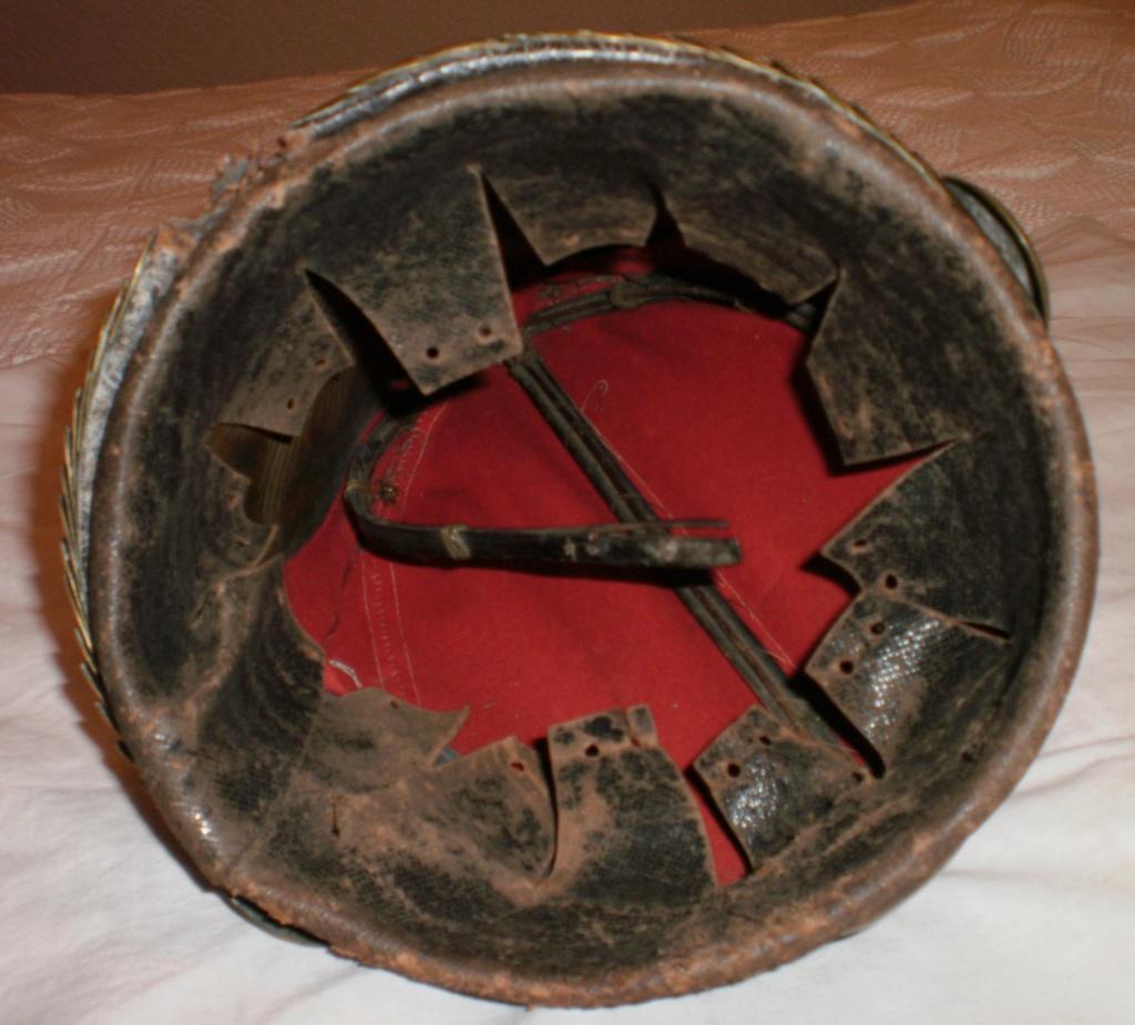casques du 1er régiment de grenadiers de la garde  1611