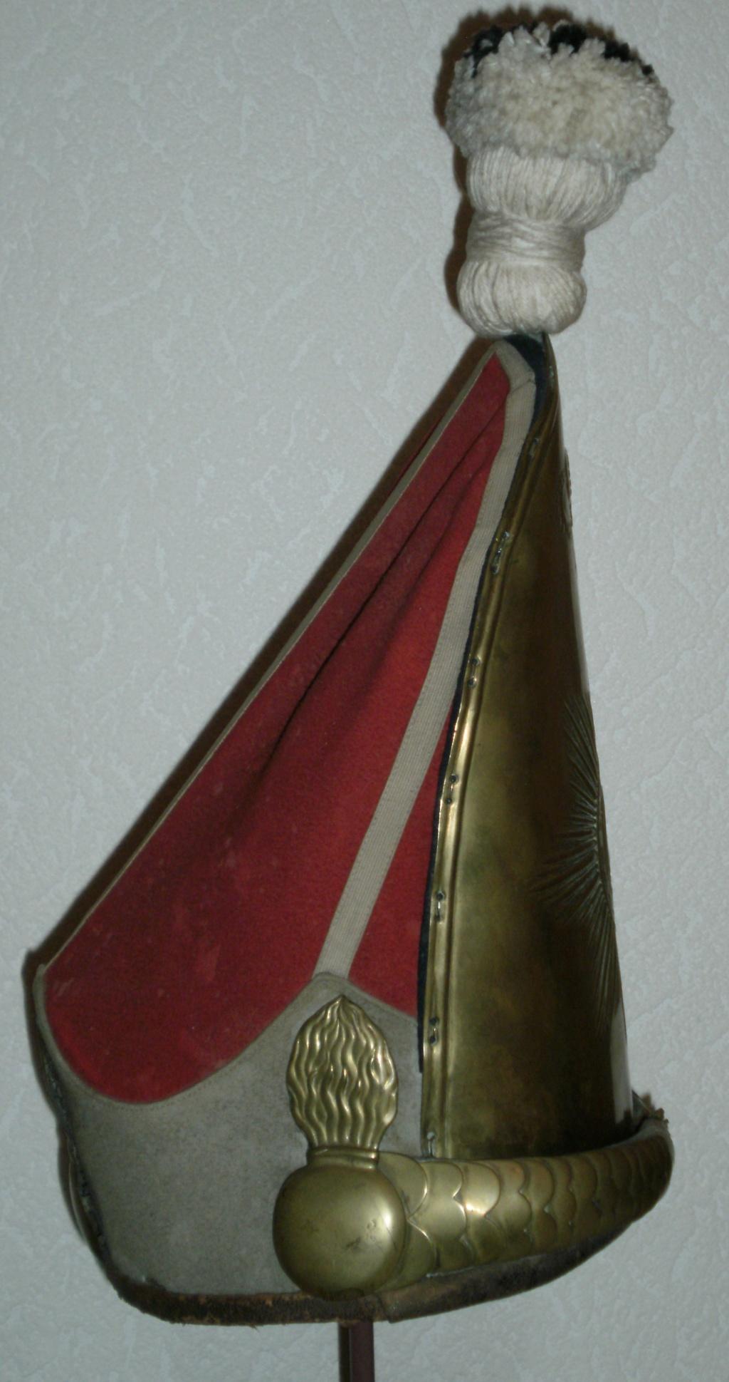 casques du 1er régiment de grenadiers de la garde  4_210