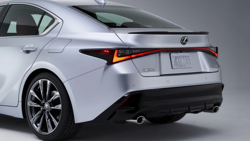 Lexus IS (2020) 35
