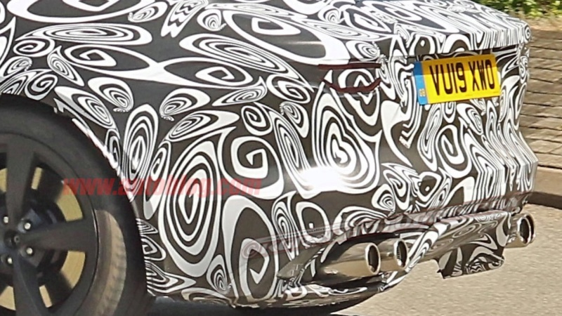 2021 - [Jaguar] F-Type II 37126b10