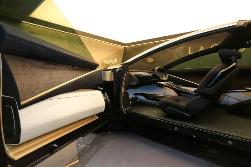 2018 - [Aston Martin] Lagonda Vision Concept  - Page 2 71abe110
