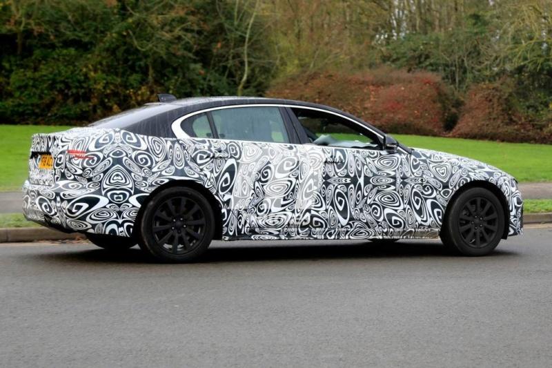 2019 - [Jaguar] XE restylée  7b939910