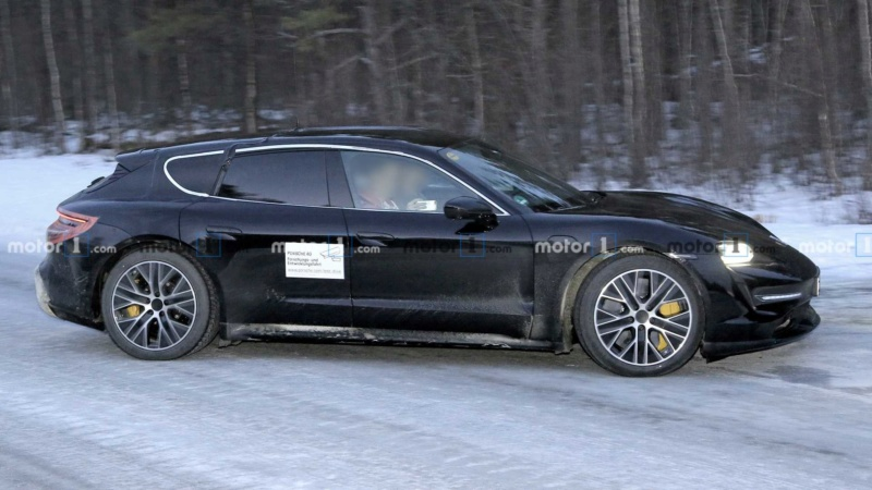 2020 - [Porsche] Taycan Sport Turismo 7dd60410