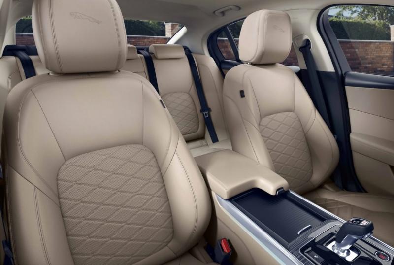 2019 - [Jaguar] XE restylée  A46d4e10