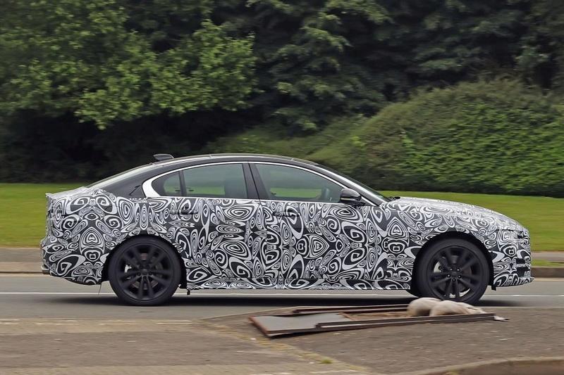 2019 - [Jaguar] XE restylée  B3a3ef10