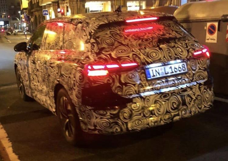 2020 - [Audi] Q4 E-Tron B5247010