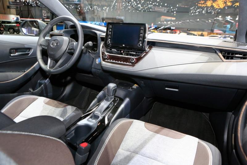 2018 - [Toyota] Corolla 2018 - Page 9 Badf8310