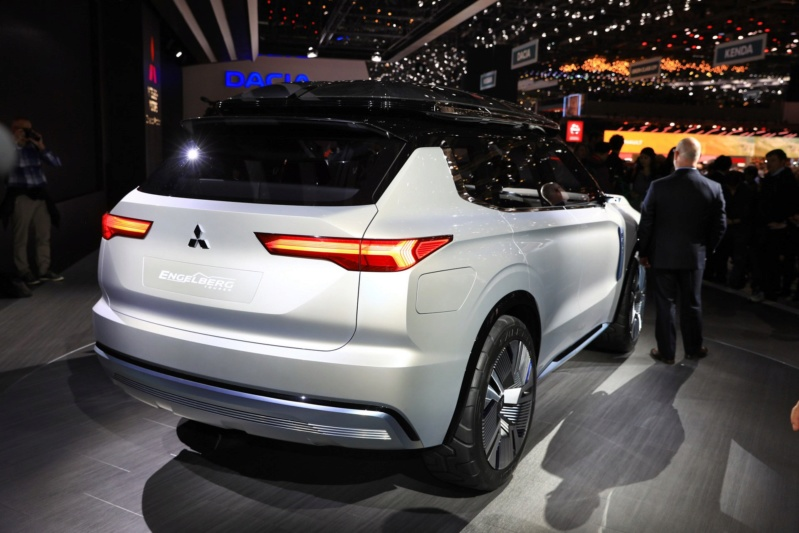 2020 - [Mitsubishi] Outlander IV D8e5dc10