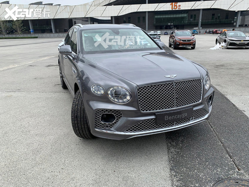 2015 - [Bentley] Bentayga - Page 15 Db28d310