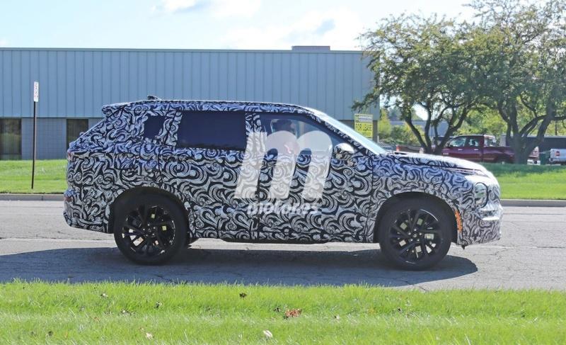 2020 - [Mitsubishi] Outlander IV O811