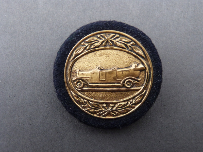 insigne avec automobile P1140811
