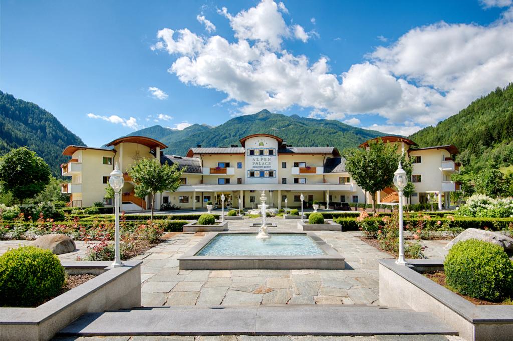 Vacanza lusso e benessere su misura in Alto Adige. Il 5 stelle Alpenpalace Luxury Hideaway & Spa Retreat rappresenta l'eccellenza dell'ospitalità in Valle Aurina. 6f653710