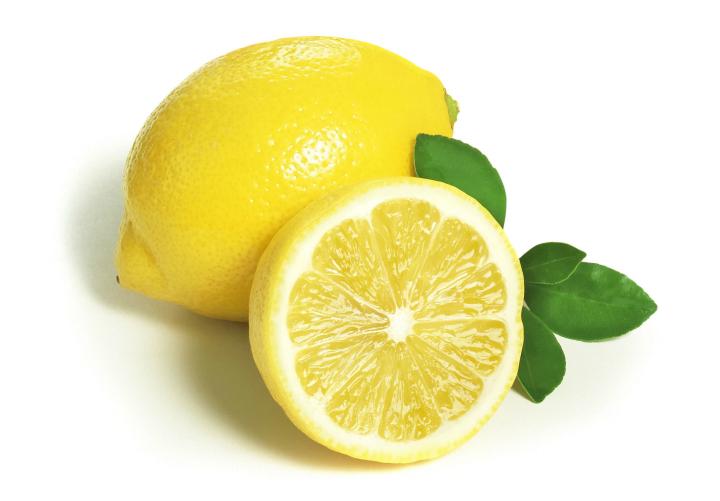 3 Rimedi Lampo per Mani ed Unghie Limone10