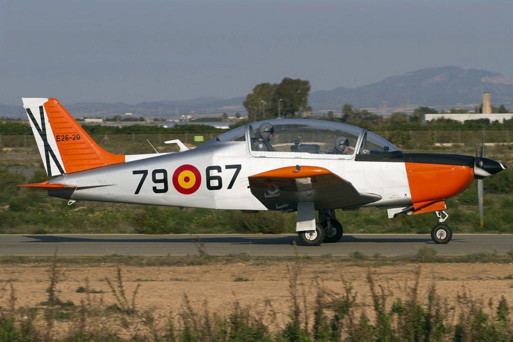 Echangerait A400 M contre avions d'entraînement              1200px16