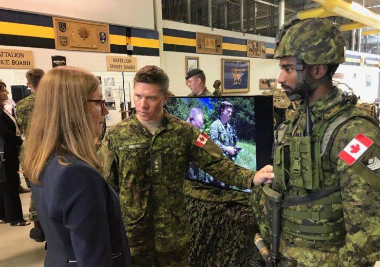 Le projet d'équipement intégré du soldat canadien 18081410