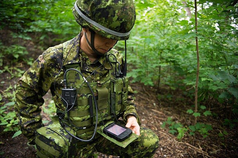 Le projet d'équipement intégré du soldat canadien 18081411