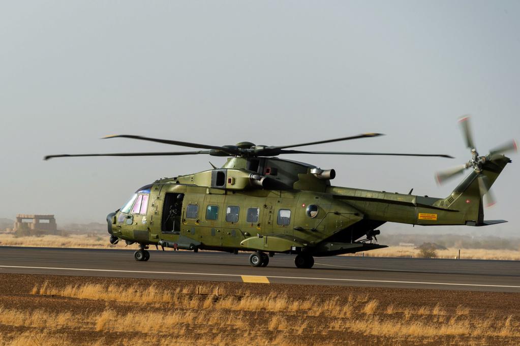 En décembre 2 hélicoptères lourds danois pour Barkhane 2019_127