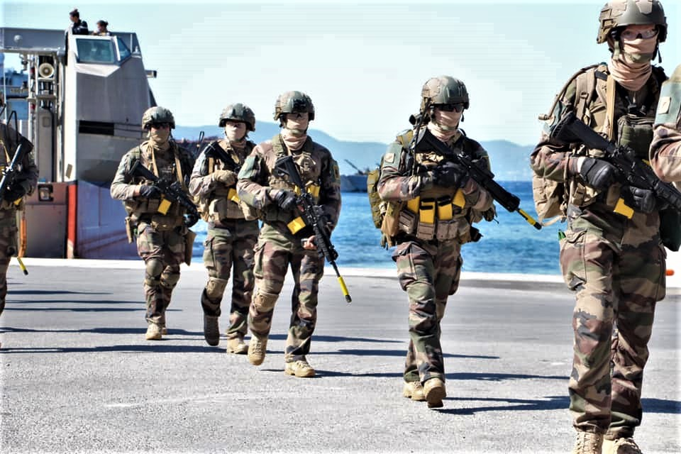 Opération amphibie pour le 14 juillet sur TF1 ! !  21636810