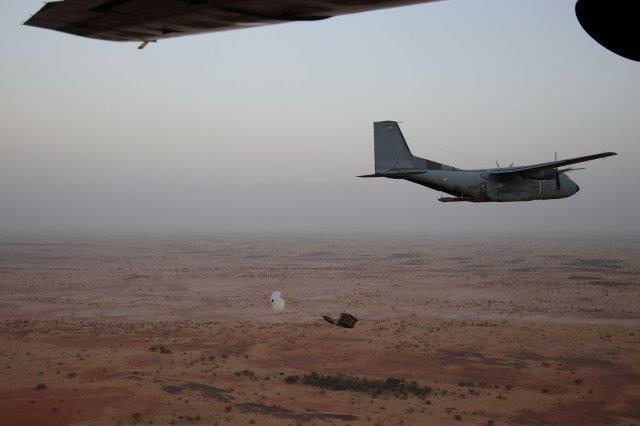 Livraison par air au profit des GCP de Barkhane 25122010